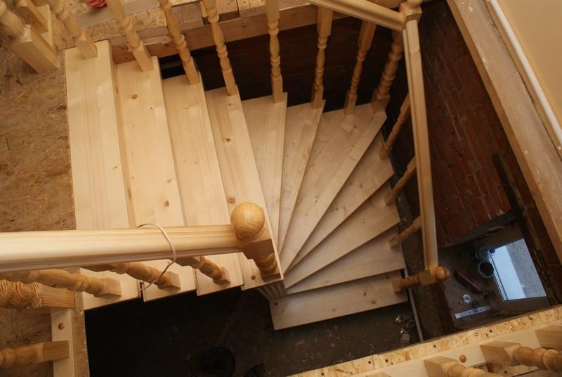 Картинки лестница на второй этаж своими руками из дерева
