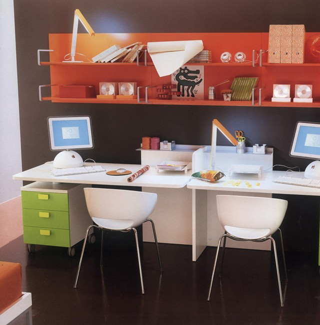 Письменный стол для двоих детей - стильно и практично.
